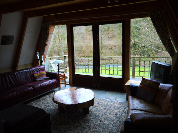 Het interieur van de woonkamer van het vakantiehuis in de Ardennen